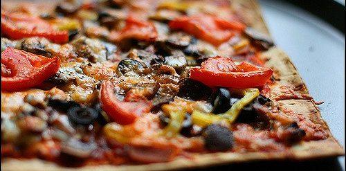 Овощная пицца на лаваше